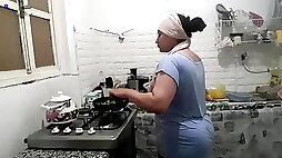 Most amazing Arab housewife