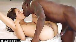 Glamour Vixen Jynx Mazes Arousing Interracial Affair