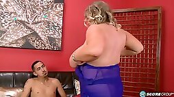 Fat blonde bitch bangs with skinny dude on sofa