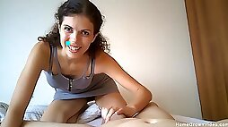 Amateur girl is excited about this new cam show
