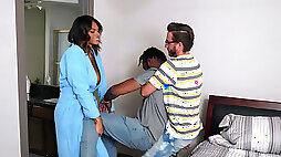 Stacked ebony Halle Hayes teaches her brothers friend how to let loose