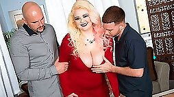 Good-looking busty blonde in stockings Suzumi Wilder fucked by two men