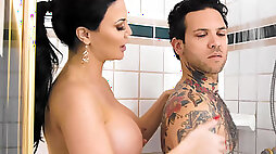 Busty masseuse Jasmine Jae knows how to make her client happy