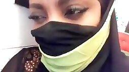 Muslim woman with incredible boobs masturbate