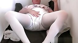 Diapered Sissy Peeing pantyhose And receives Double Diapers