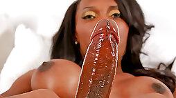 Exotic transgirl Agatha Menezes unleashes huge black shecock